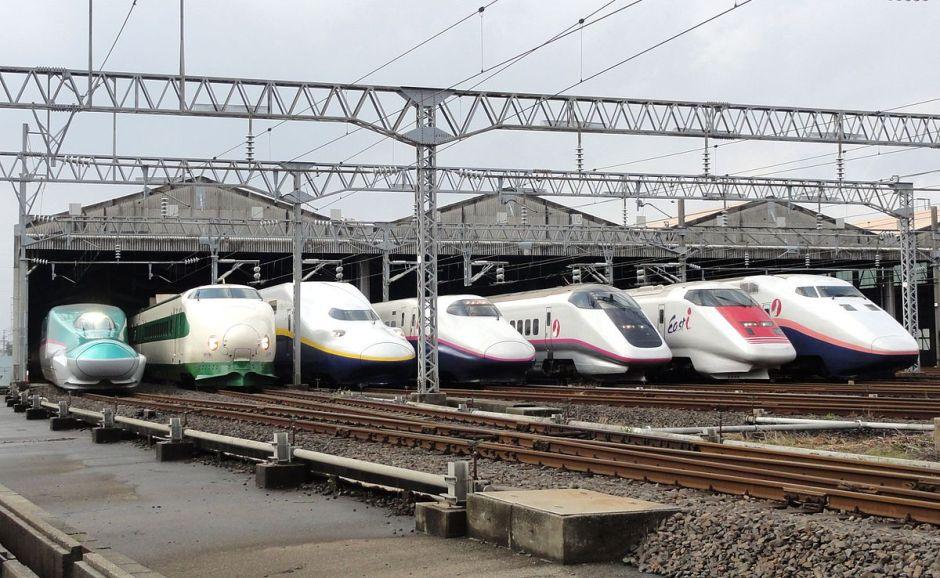1200px-jr_east_shinkansen_lineup_at_niigata_depot_201210